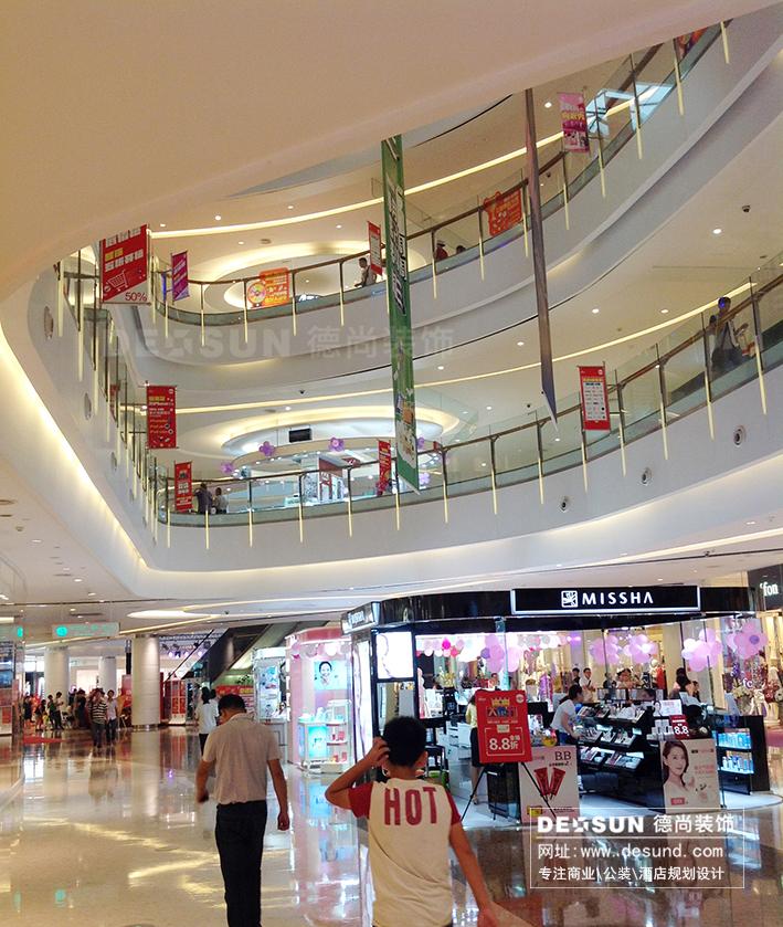 大型商场中庭设计一般用来举办公共活动,也是商场内部宣传做活动时
