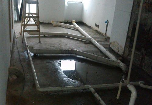 深圳办公室装修卫生间排污管及排水