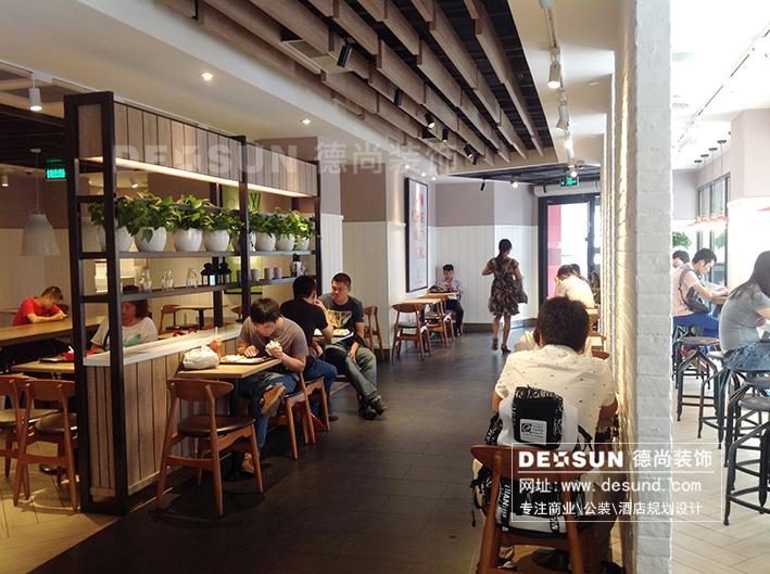 店面吧台装修效果图-具有欢乐气氛的美式餐厅设计欣赏